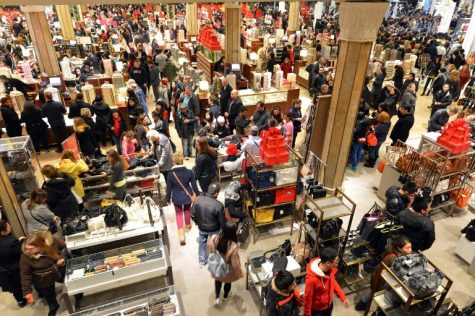 The advantages and disadvantages of holiday shopping