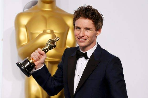 Eddie Redmayne smiles after winning the Oscar for best actor.